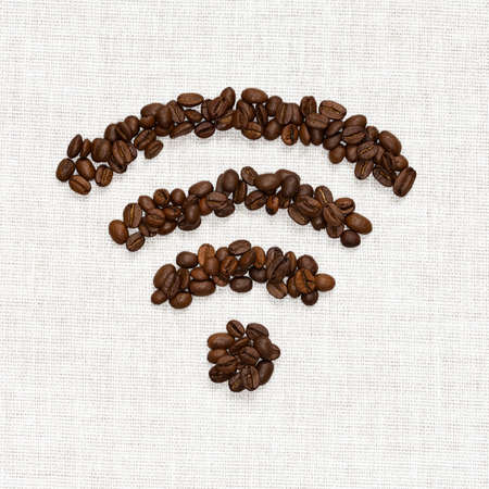 Wi-Fi symbol folded from roasted coffee beans on the basis of burlap Banque d'images