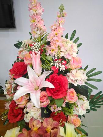 centerpiece: Colorful flower bouquet arrangement centerpiece Stock Photo