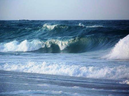 Golven in de Atlantische Oceaan Stockfoto