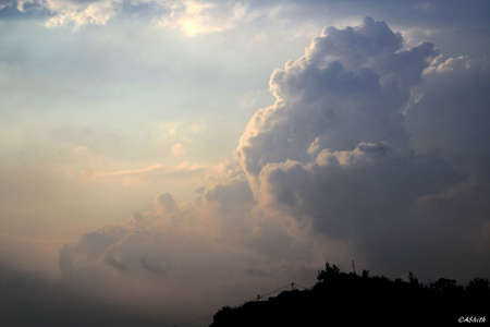 king kong: King Kong in the clouds