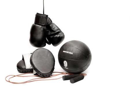 Boxhandschuhe, Pads, Sprung Seil und eine Medizin-Kugel