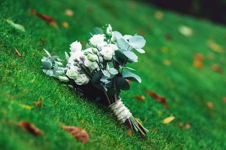 Luxus Brautstrauss Aus Weissen Rosen Und Nelken Lizenzfreie Fotos