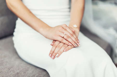 Close up of a brides hand on her lap. Wedding ring Banque d'images