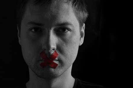 boca cerrada: El hombre con la boca cerrada Foto de archivo
