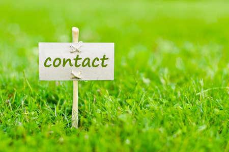 contact info: Contattaci concetto con parola sulla natura natura morta