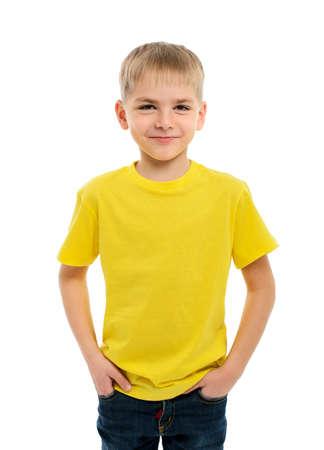Portret van gelukkige kleine jongen over wit