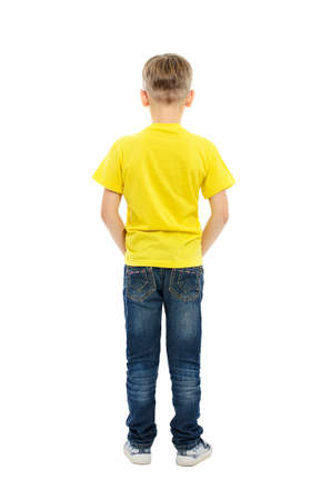 Vista posteriore del ragazzo isolato su sfondo bianco
