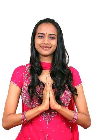 namaste: Una joven y bella ni�a india en Namaste plantean. Foto de archivo