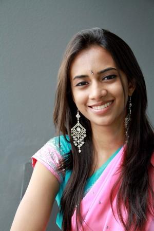 bollywood: Ni�a India en vestimenta tradicional.