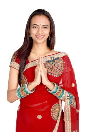 namaste: Ni�a India en vestimenta tradicional. Aislado en un fondo blanco.