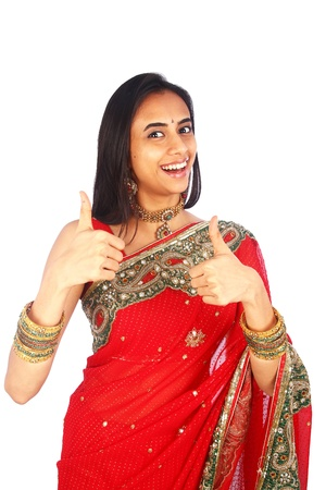 sari: Ni�a india en la ropa tradicional con los pulgares arriba.