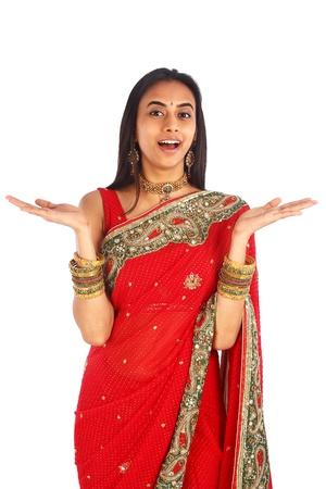 namaste: Ni�a india en la ropa tradicional sorprendido.