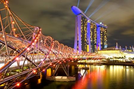 jachthaven: Marina Bay Sands en Helix brug Singapore