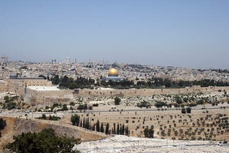 mount of olives: View of Jerusalem and The Dome of the Rock on the Temple Mount from the mount of Olives, Israel