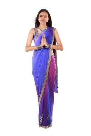 bienvenidos: Mujer india en la ropa tradicional
