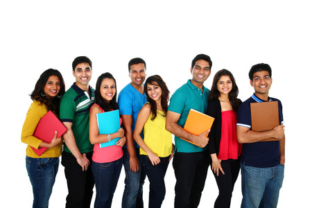 estudiante: Gran grupo de estudiantes asi�ticos  amigos, aislados en fondo blanco. Foto de archivo