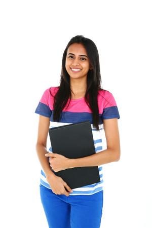 Portret van jonge Aziatische student, geïsoleerd op witte achtergrond