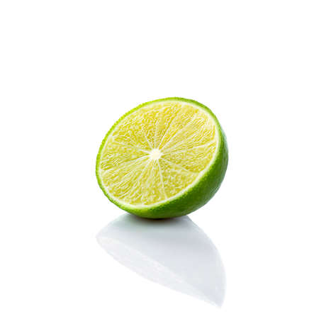 Half of lime citrus fruit (lime cut) isolated on white background. Sliced lime half 免版税图像