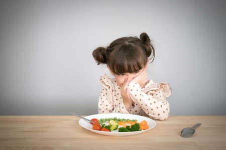 children don't want to eat vegetables Archivio Fotografico