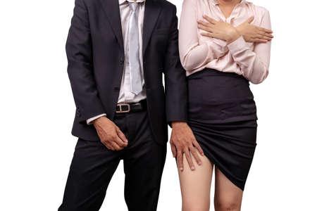 abusi e violenze contro le donne sul lavoro. il manager maschio chiude i pantaloni e molesta la dipendente toccando la gamba sotto la gonna sul posto di lavoro