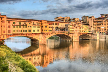 ponte: Ponte Vecchio, the famous bridge on the Arno river in Florence, Tuscany, Italy