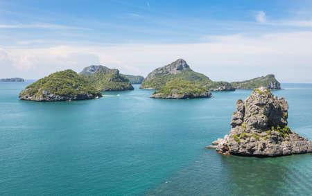 vysoký úhel pohledu: Ang Thong Marine National Park je souostroví obsahující 42 ohromující ostrově nedaleko Ko Samui, Ko Tao a Ko Phan-Ngan v zálivu Thajska. Reklamní fotografie