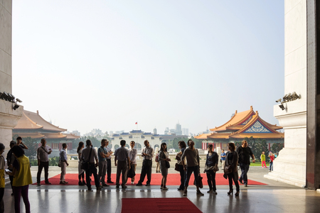 chiang kai shek memorial hall: Taipei, Taiwan - October 27, 2015: A group of tourists looking around in Chiang Kai Shek Memorial Hall. This is one of Taipeis main tourist attraction.
