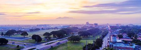 클락, 필리핀 - 6 월 16 일 : 앤젤레스시 클락 경제 수역 내에서 인기있는 관광지입니다. 관광객 클락에 2016년 6월 16일에 바, 유흥 여기를 여행한다.