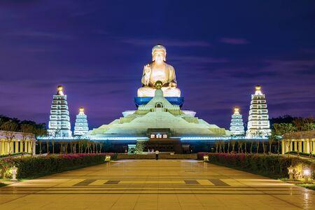 Fo Guang Shan 대만 밤에 부처님 동상 스톡 콘텐츠