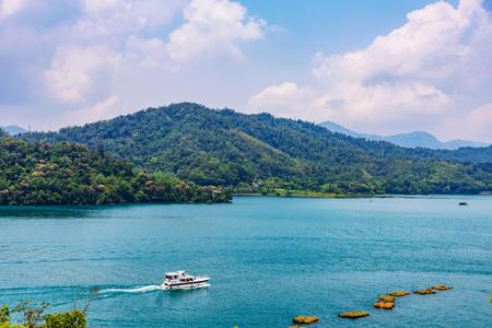 태양 달 호수보기 자연과 대만에서 보트
