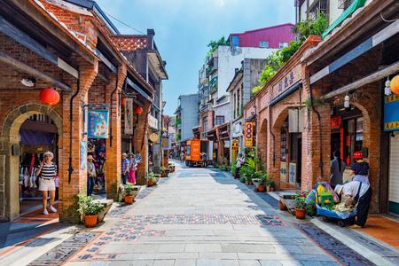타이 페이, 대만 -6 월 29 일 : 이것은 shenkeng 오래 된 거리 기능 오래 된 중국 arhcitecture 및 tradititonal 상점 및 레스토랑 6 월 29, 2017 taipei에서 기능 유명한