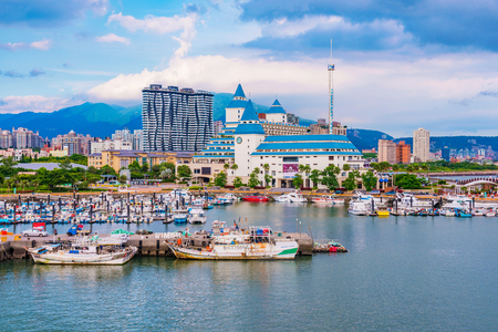 TAIPEI, TAIWAN - JULY 05: This is a view of Tamsui fishermans wharf area and Fullon hotel which is a popular luxury hotel in the Tamsui area July 05, 2017 in Taipei 新聞圖片