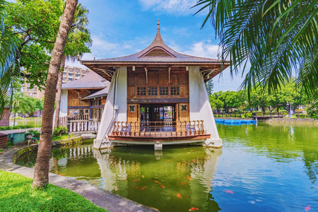 Scenery and traditional chinese architecture in Taichung park 스톡 콘텐츠