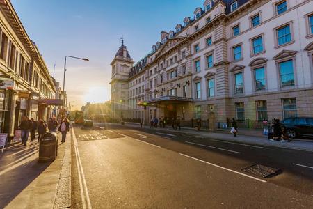 런던, 영국 -10 월 31 일 : 런던에서 2017 년 10 월 31 일에 중앙 런던에서 패딩턴 높은 거리에 힐튼 호텔의보기 에디토리얼