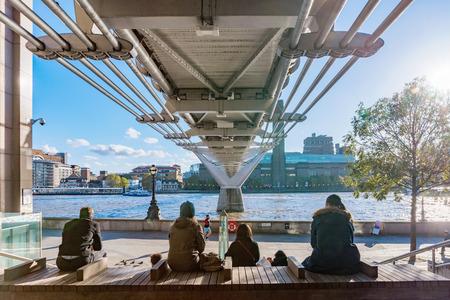 LONDON, UNITED KINGDOM - NOVEMBER 06: View of the famous Millenium Bridge and Thames River on November 06, 2017 in London Redakční