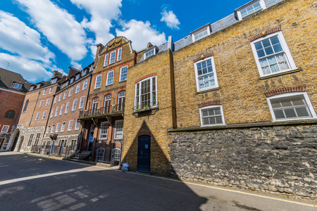 LONDON, UNITED KINGDOM - MAY 04: Traditional British houses and flats in Great College Street in Westminster on May 04, 2018 in London 에디토리얼