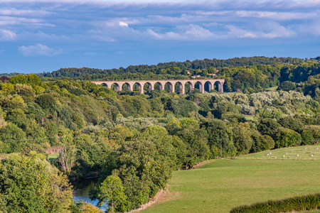 Scenic view of and ancient bridge and countryside in North Wales Standard-Bild