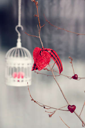 trifling article: Valentine decorations. Bird cage with knitted heart