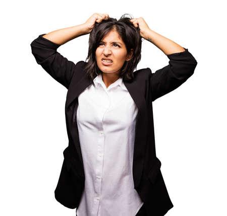 molesto: latina, mujer de negocios, estiramiento, pelo