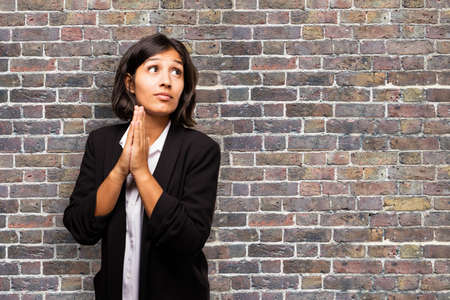 latin business woman praying