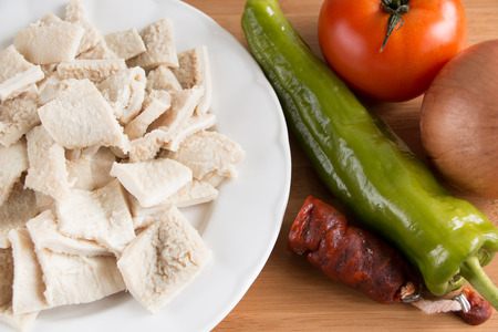 Ingredients for cooking tripe with chorizo, a typical spanish food called  callos   版權商用圖片