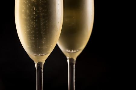 copa de vino: Closeup of two cold champagne glasses in black background