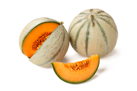 Deux melons cantaloup et une tranche isolated on white