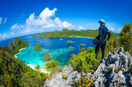 Point de vue des îles Wajag / Wayag, Raja Ampat, Papouasie occidentale, Indonésie