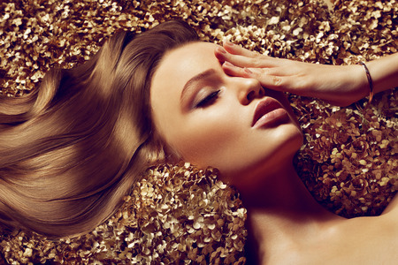 Beautiful brown hair Girl. Healthy Long Hair. Standard-Bild
