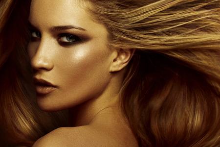Haar. Schöne braune Haare Mädchen. Gesundes langes Haar Standard-Bild - 50578276