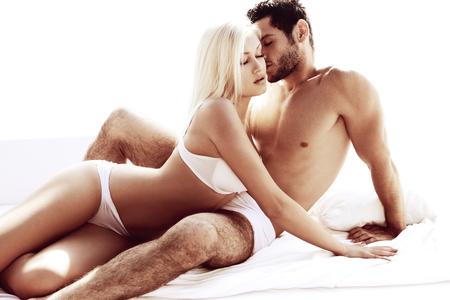 sexuales: Sexy joven pareja apasionada Foto de archivo