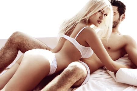 pareja desnuda: Sexy joven pareja apasionada Foto de archivo