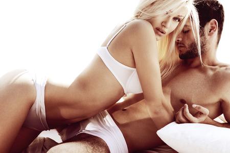 mujer desnuda: Sexy joven pareja apasionada Foto de archivo