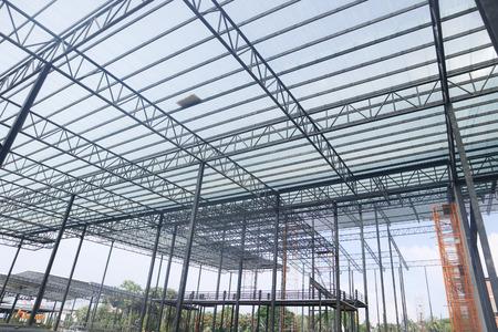 Konstrukcja budynku z metalową ramą stalową,